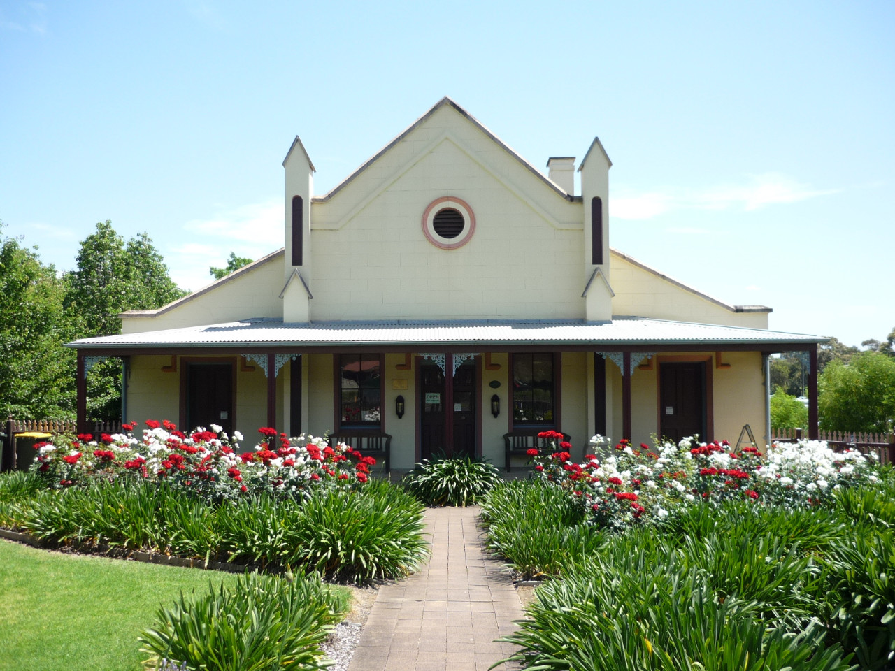 Campbelltown Visitor Information Centre - Quondong Cottage